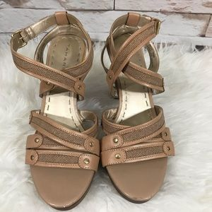 Tahari Beige Heel's Shoes Sz 9 1/2